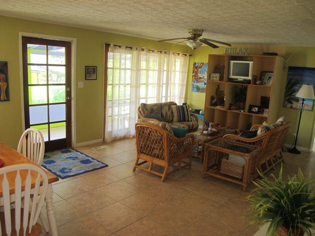 beachwalk livingroom