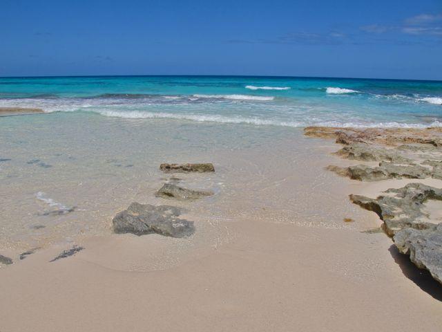 stenar och strand
